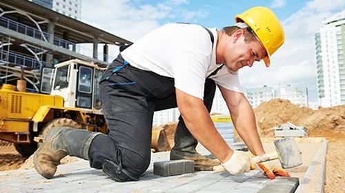 ouvrier exécution bât